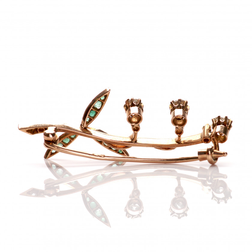 Gold brooch with diamonds and emeralds