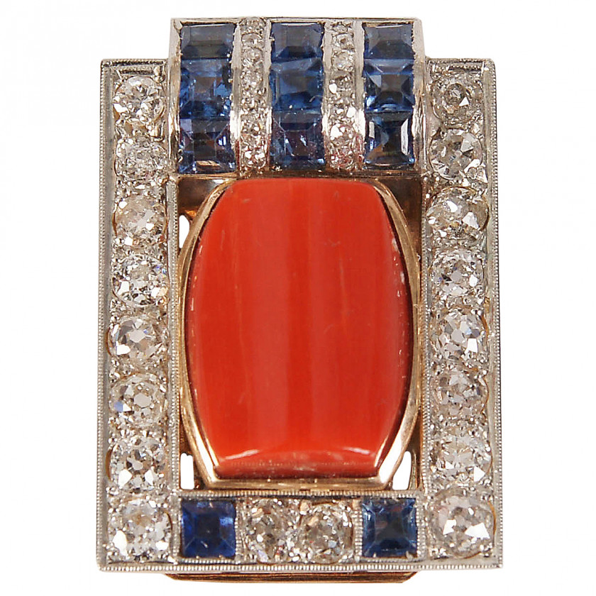Gold brooch with coral and diamonds