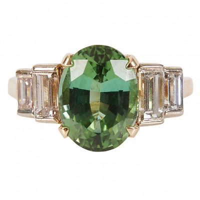 Gold ring with tourmaline and diamonds