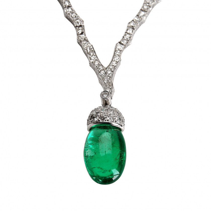 Platinum necklace with emerald and diamonds